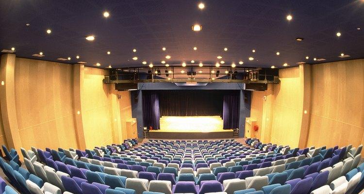 Por servir a muitos fins, um auditório deve ter uma iluminação versátil