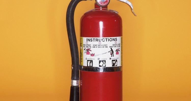 Los extintores de agua están especialmente diseñados para controlar incendios de ciertos tipos de materiales.