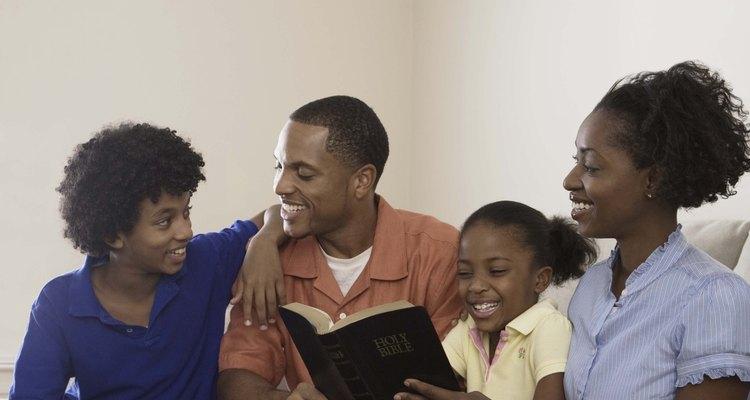 Os adultos podem ajudar as crianças a compreender o simbolismo na Bíblia