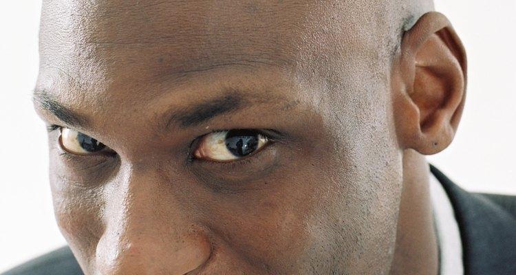 Pode-se colocar implantes de dentes de vampiro para adquirir um visual mais realista