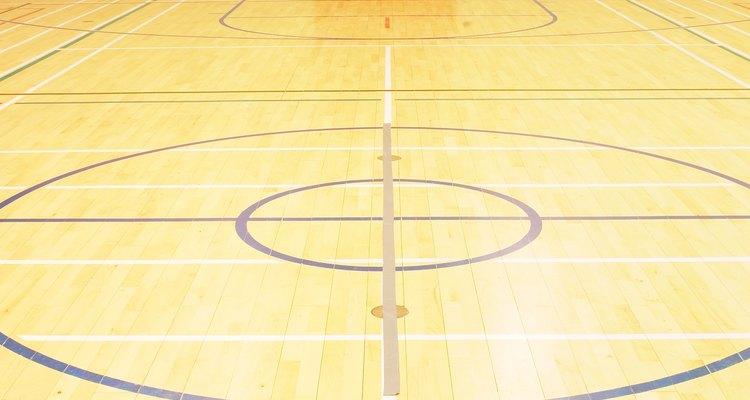 Si tu hijo va a la univesidad con una beca para jugar baloncesto, utiliza un tema deportivo para el fondo de la pancarta.