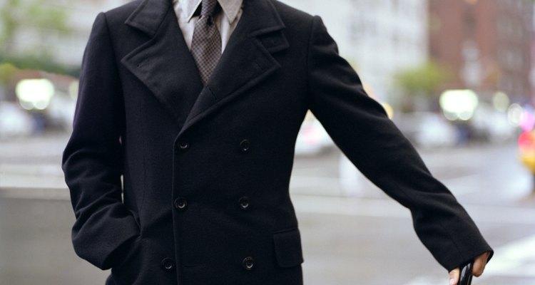 Los trajes y accesorios formales son básicos en un guardarropa.