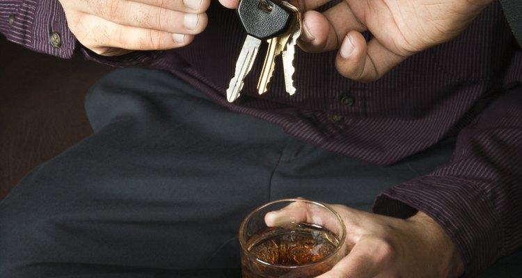Pegue as chaves do carro de seu convidado embriagado