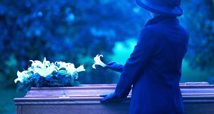 Los lirios blancos son las flores más comunes de los funerales y simbolizan la inocencia y la pureza del alma.