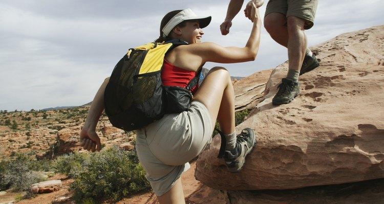 La caminata por el Reavis Falls Trail puede implicar algo de excursionismo de roca y saltos.