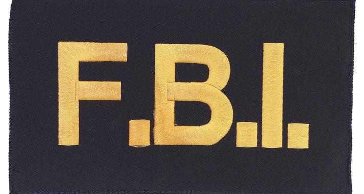 Puedes reportar a un inmigrante ilegal con el FBI.