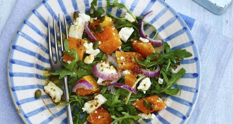 O queijo feta fica bem em várias saladas