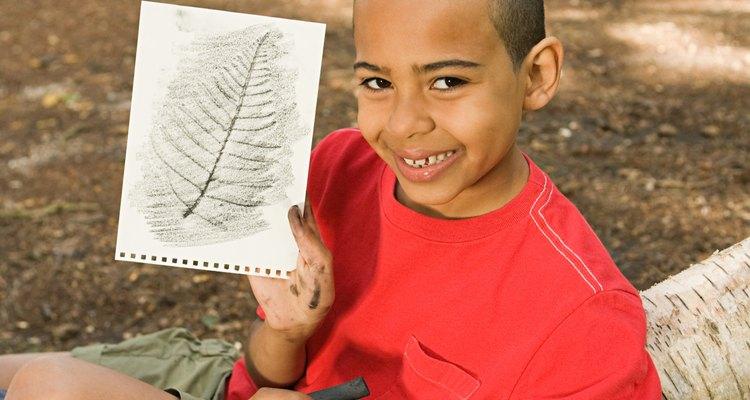 O papel carbono pode ser usado para copiar desenhos