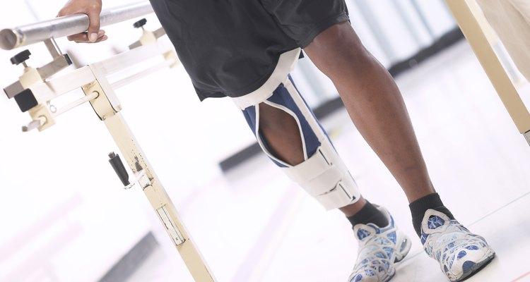 Homem fazendo fisioterapia
