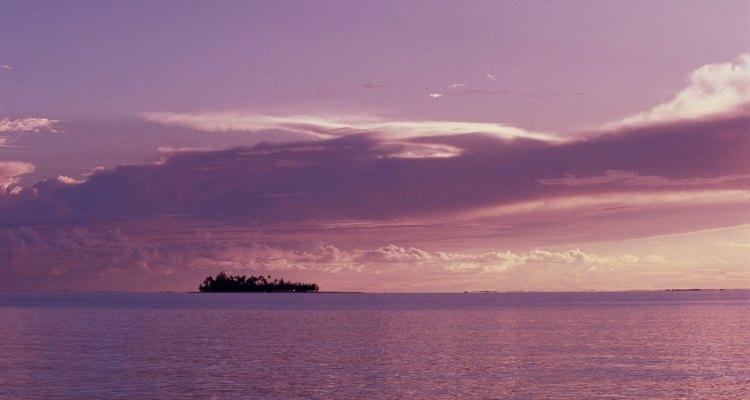 Admira los paisajes de Polinesia al pasear en bicicleta.