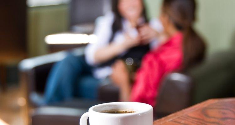 A Magic Deluxe da Saeco prepara cafés expressos e outras bebidas que utilizam este café como base