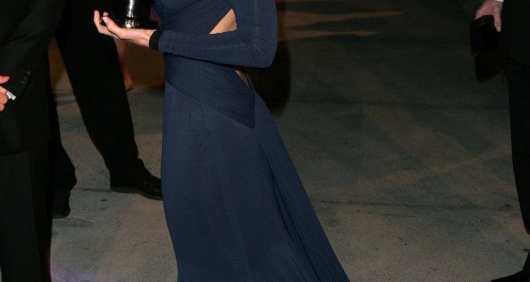 A atriz Hilary Swank com um modelo de Guy Laroche no Oscar 2005