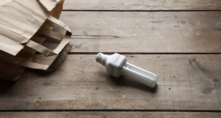 Diluir o poliuretano com nafta ou outros solventes de secagem rápida pode encurtar o tempo de secagem