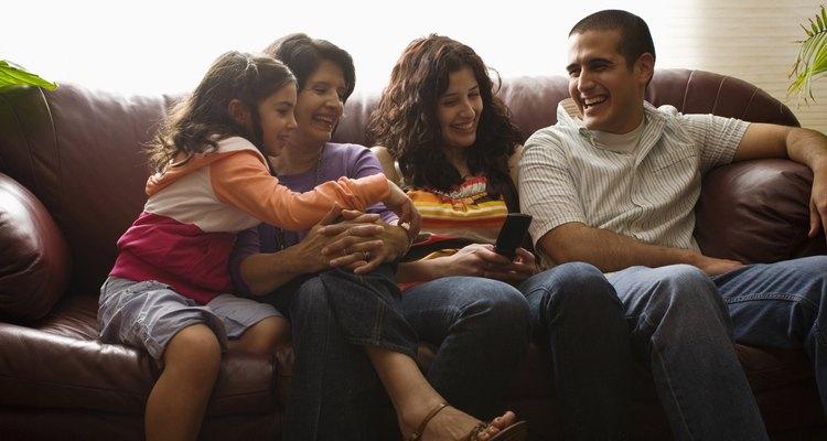 Molas soltas ou atritando podem causar o barulho do sofá