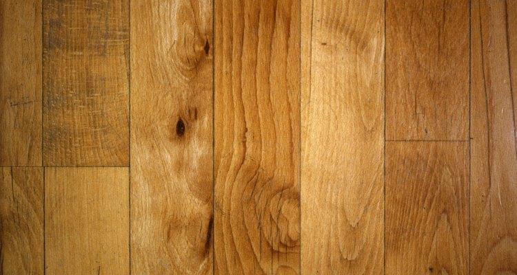 As rodinhas das cadeiras também podem arranhar os pisos de madeira