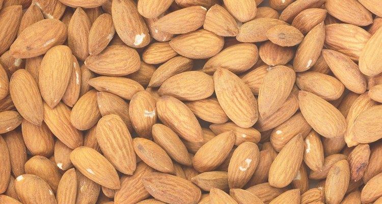 Las almendras contienen altos niveles de proteína, fibra, calcio, magnesio y zinc.