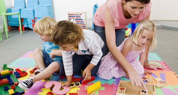 A criança aprende melhor no estágio pré-operacional manipulando objetos