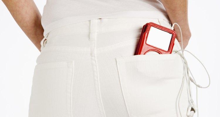 Lava y seca los pantalones adecuadamente para mantenerlos sin pelusas.