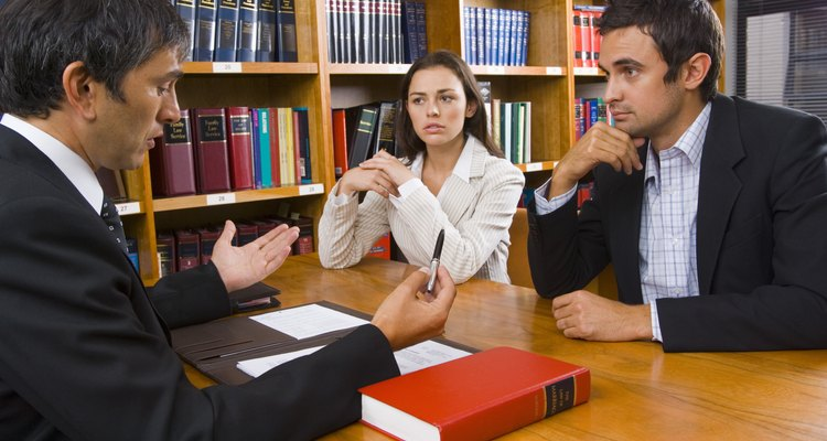 Un código de ética mantiene a los profesionales dentro de un comportamiento correcto mientras se desenvuelven en sus trabajos.