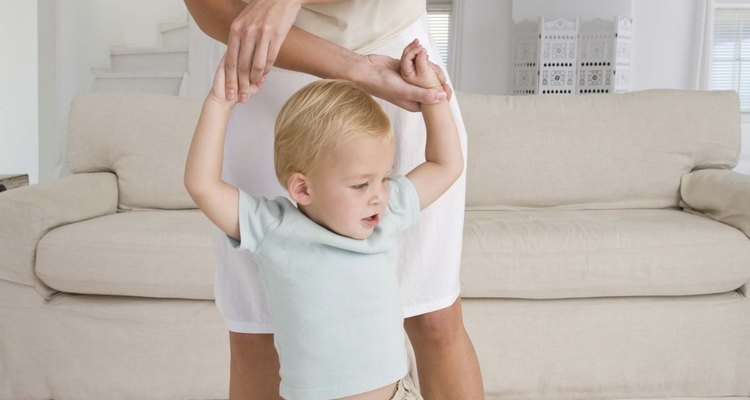 Los juegos físicos desarrollan el control muscular de tu niño.