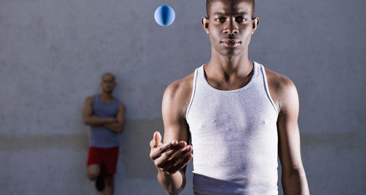 Os arremessos do handebol requerem prática e postura