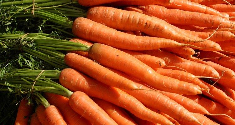 Zanahorias largas y bien desarrolladas requieren más niveles de humedad.
