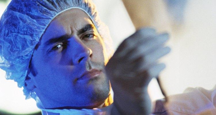 Uma costela quebrada é algo sério, não deixe de consultar um médico antes de qualquer procedimento