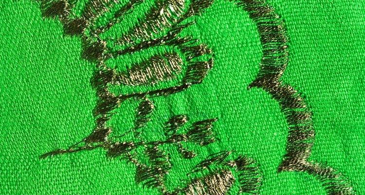 Arquivos de bordado podem ser usados em máquinas de costura especializadas para bordar modelos