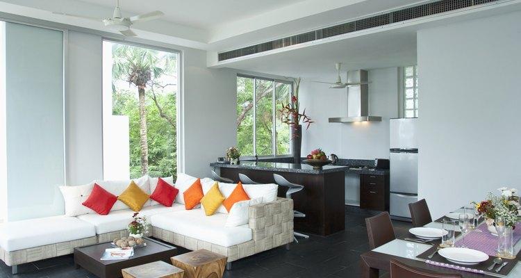 La ubicación cuidadosa de muebles hace las habitaciones en forma de L menos raras.