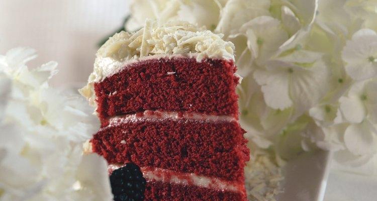 Bolo de veludo vermelho tradicionalmente contém vinagre