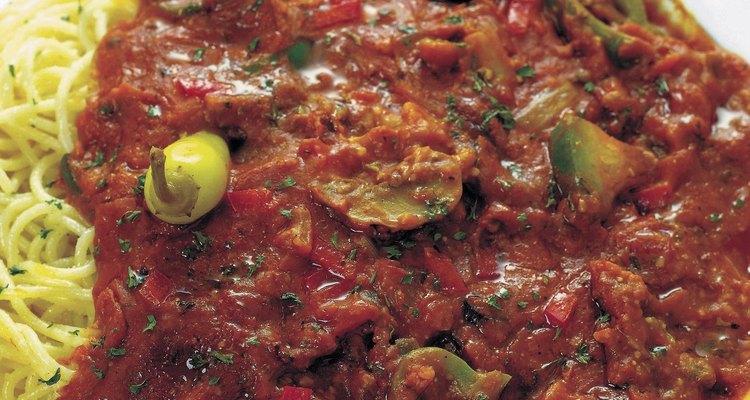 O molho de tomate congela com facilidade mas costuma deixar o recipiente manchado