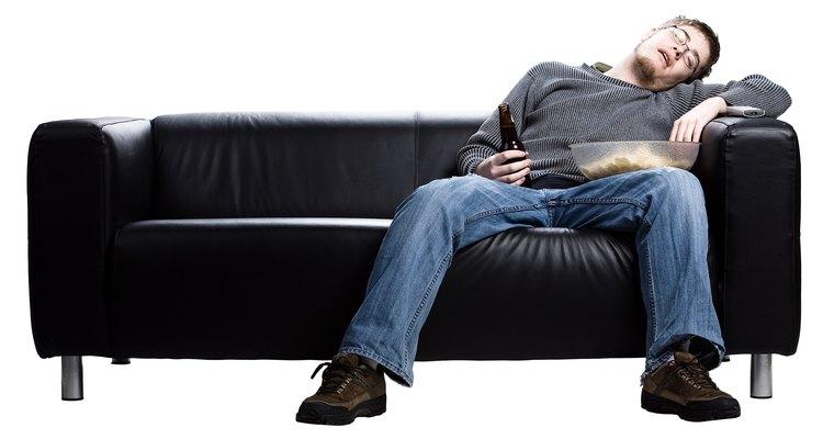 Teñir un sofá de cuero.