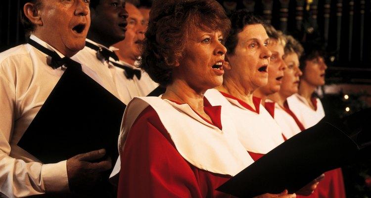 Coro cantando canciones de Navidad.