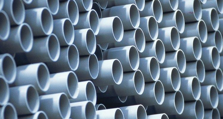 Los tubos de plástico, como los de PVC y CPVC, son relativamente fuertes y no se oxidan.