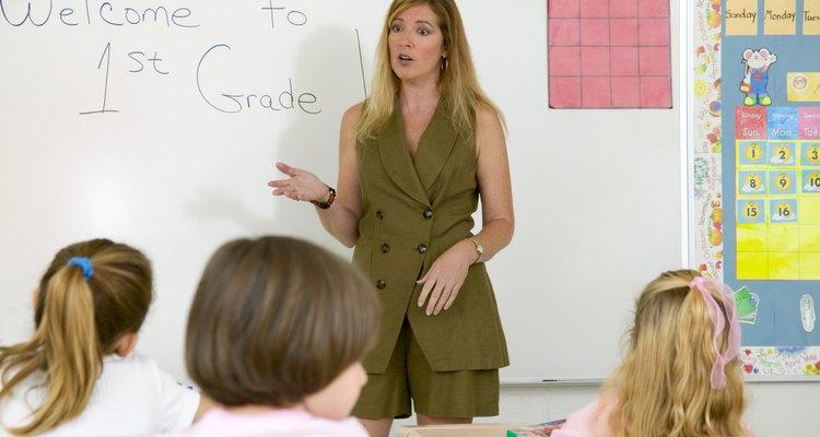Una clase de bienes y servicios es una de las primeras cosas que los niños podrían aprender en primer grado.