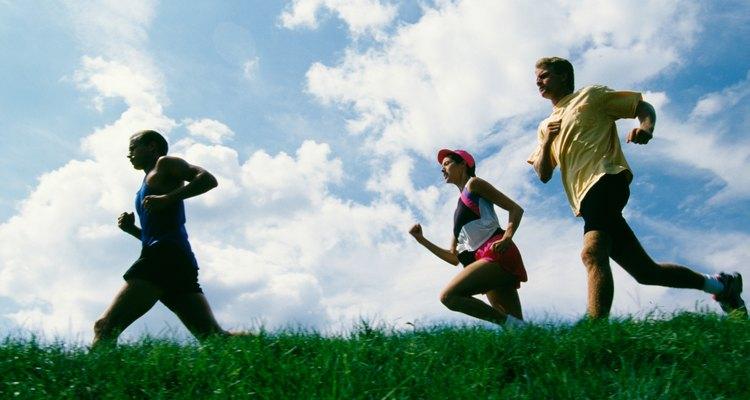 Conte os passos e meça a distância percorrida para determinar se as pessoas mais altas correm mais rápido do que as mais baixas