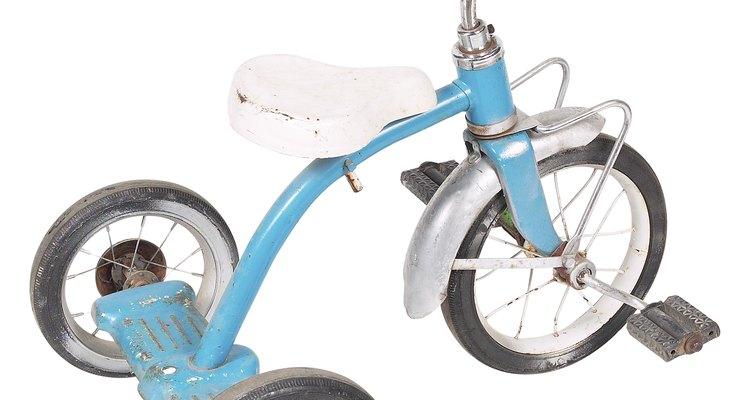 Estos no son triciclos infantiles. Transformar una bicicleta de adulto en un triciclo es cuestión de habilidad.