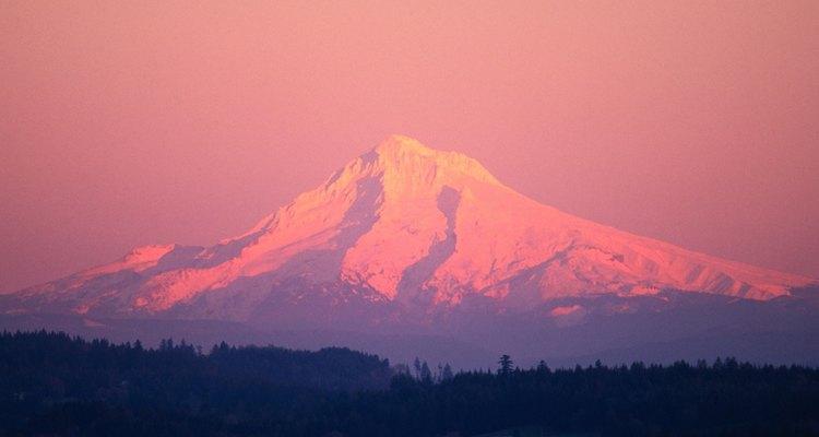El Mount Hood se mantiene visible desde Portland, Oregon.