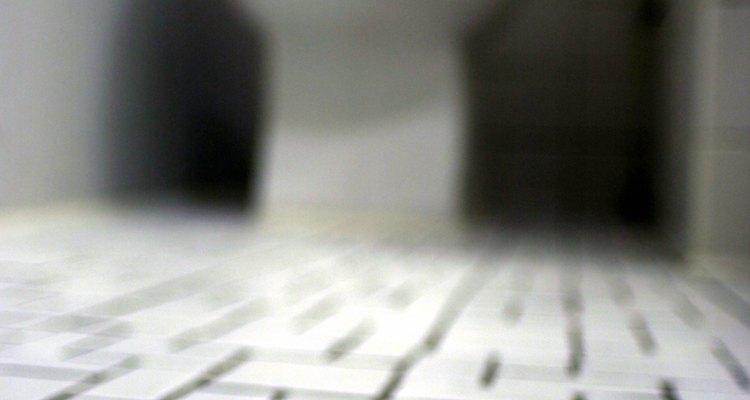 Volver a colocar lechada a menudo puede hacer que los azulejos permeables vuelvan a ser impermeables.