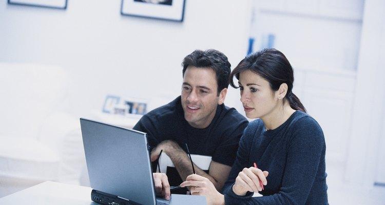 Se você está tentando encontrar um colega de classe, vizinho ou simplesmente não se lembra do nome de login de um amigo do Facebook, procurar alguém por sua localização pode ser sua melhor opção.