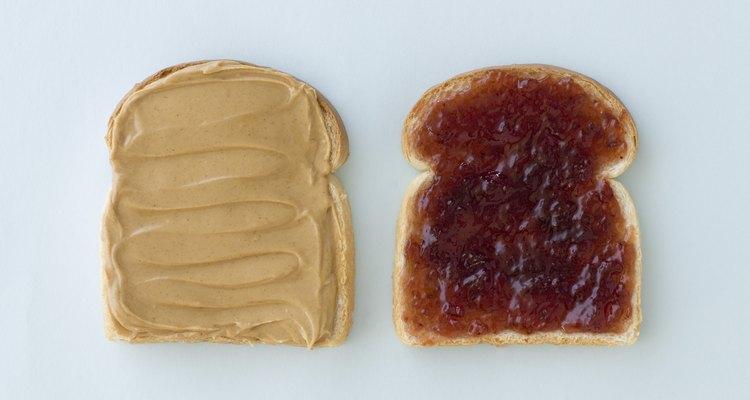 Utiliza las diferentes jaleas para preparar sándwiches para hacer trampas caseras para hormigas.