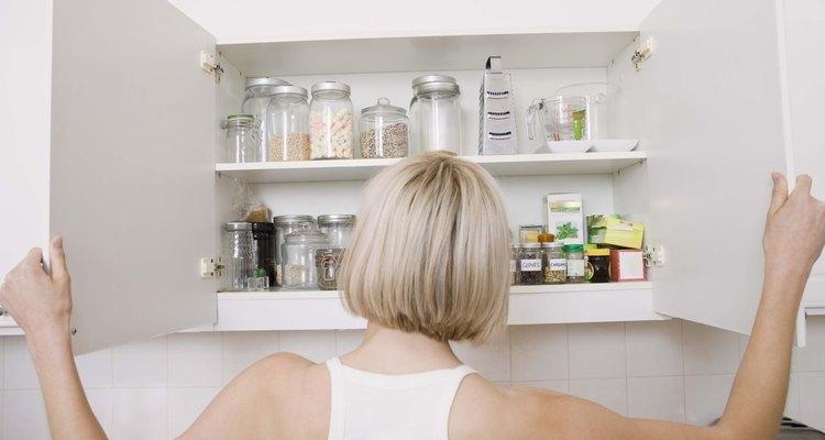 Los armarios de melamina plantean desafíos al empapelar.