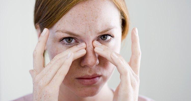 Alivie a pressão nasal usando Vick VapoRub