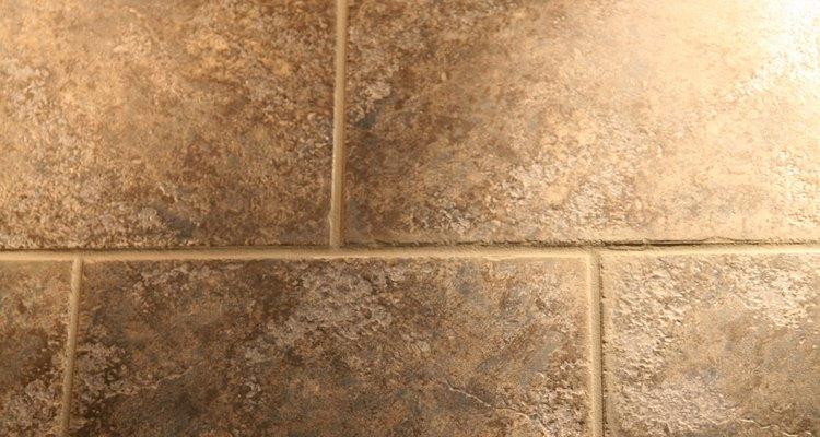 Limpe o rejunte do piso com ácido muriático