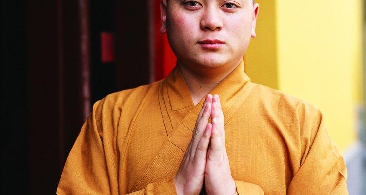 Los monjes tibetanos tradicionalmente llevan túnicas confeccionadas por ellos mismos