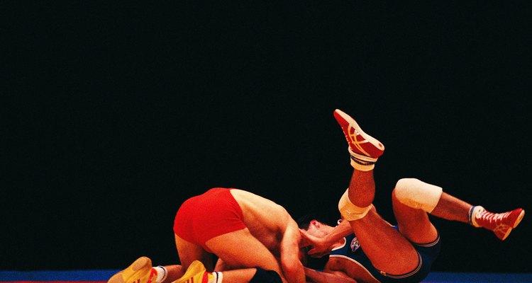Prepárate para poner tu fuerza en exhibición como un luchador profesional.
