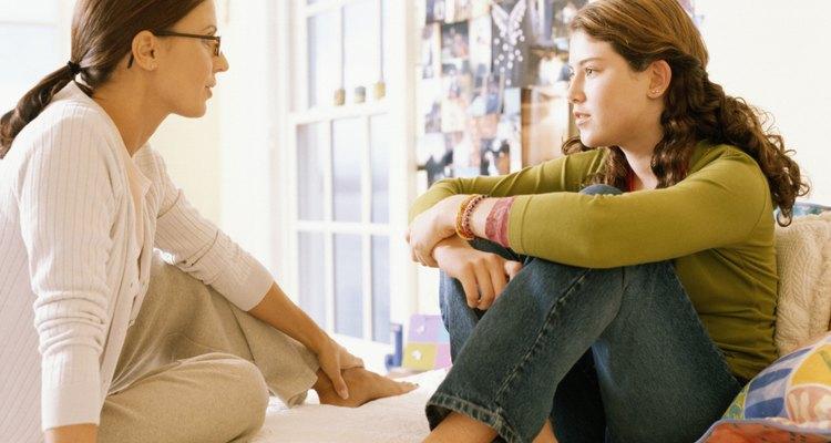Comenzar una conversación con tu hijo sobre el uso de los condones puede ser difícil, pero no es imposible.