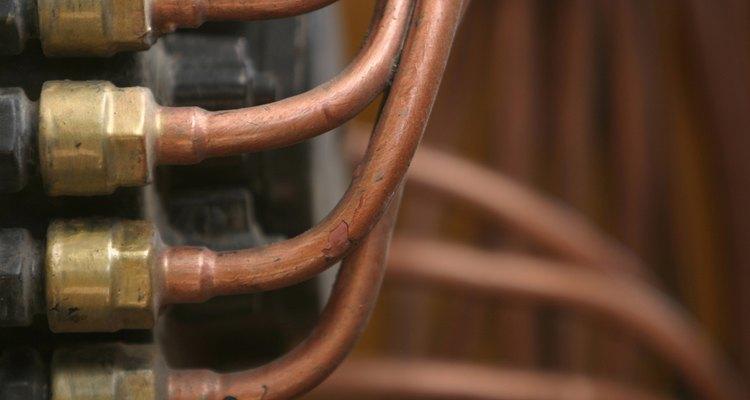 Doblar tubos de cobre requiere de una dobladora.