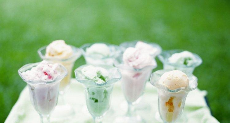 Puedes crear helado de diferentes sabores usando leche de soja.