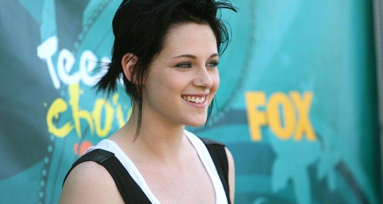 Consigue un peinado recogido original como el de Kristen Stewart.